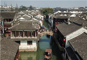 China's Zhouzhuang becomes hot tourist destination as temperature rises