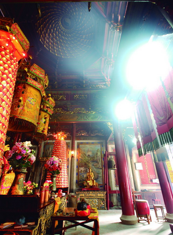 Lingguang Temple (Temple of Divine Light)