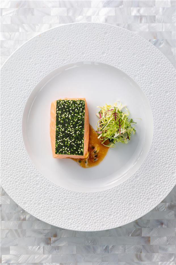 48°C智利三文鱼,欧芹芝麻脆,百香果汁 48°C CHILEAN SALMON, PARSLEY & SESAME CRUST, PASSION FRUIT SAUCE (7).jpg